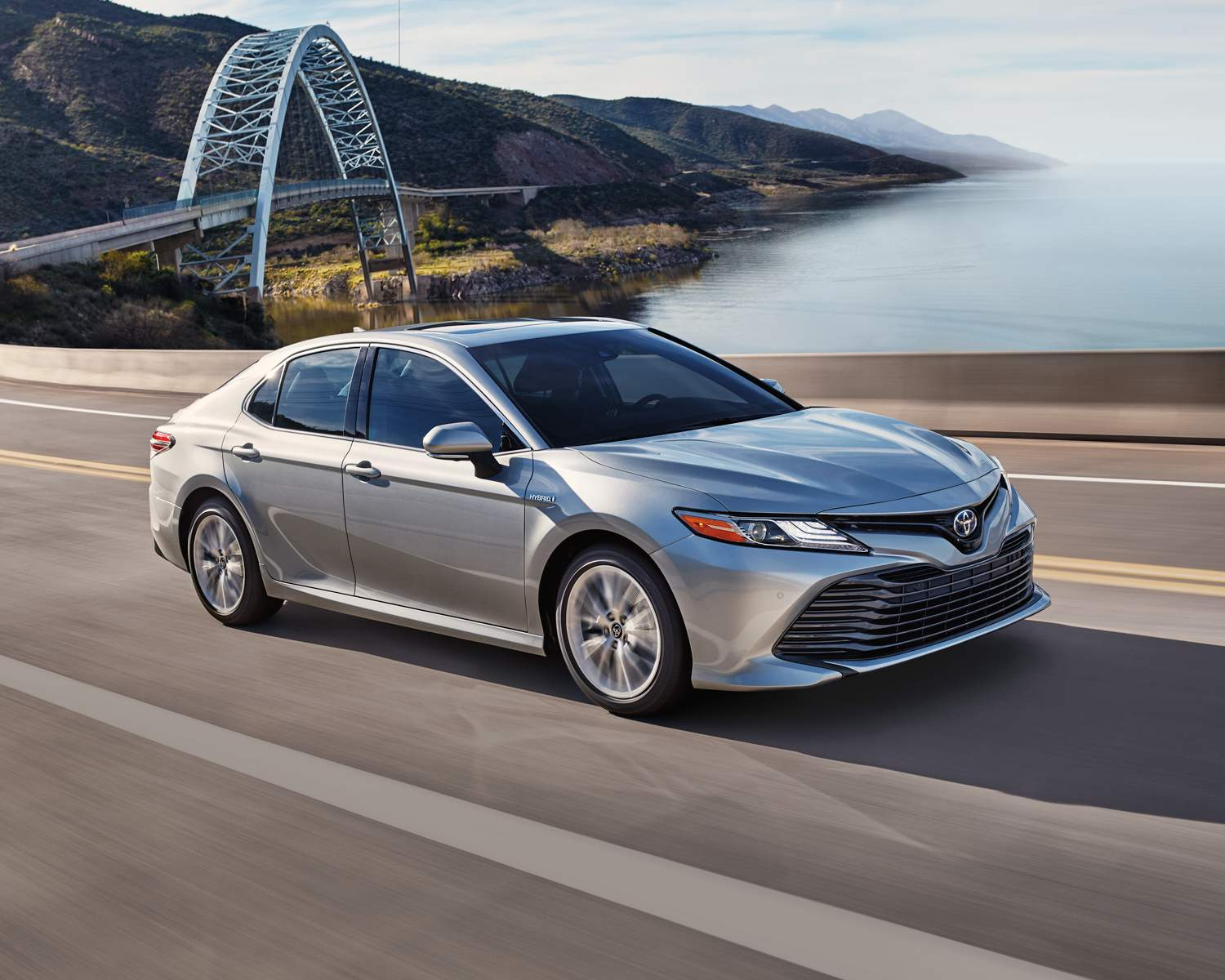 toyota-2018-camry-xle-celestial-silver-metallic-l