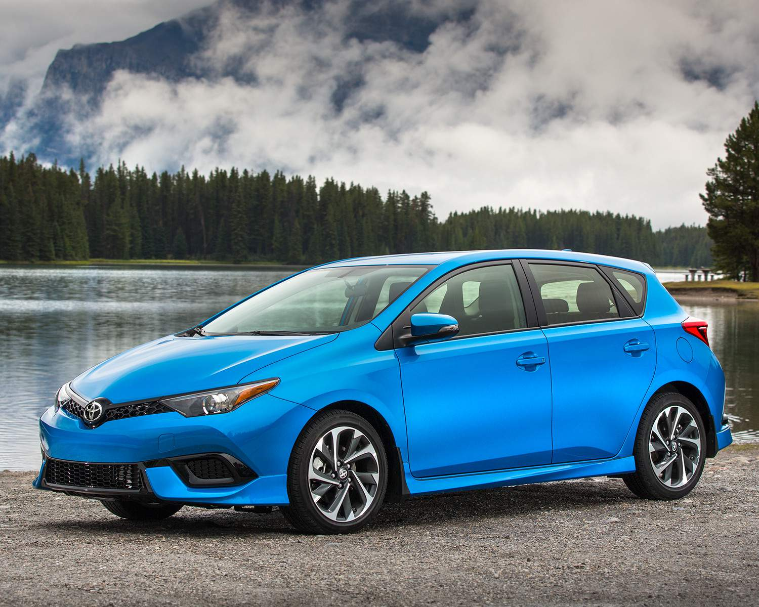 toyota-2018-corolla-im-electric-storm-blue-mountain-l