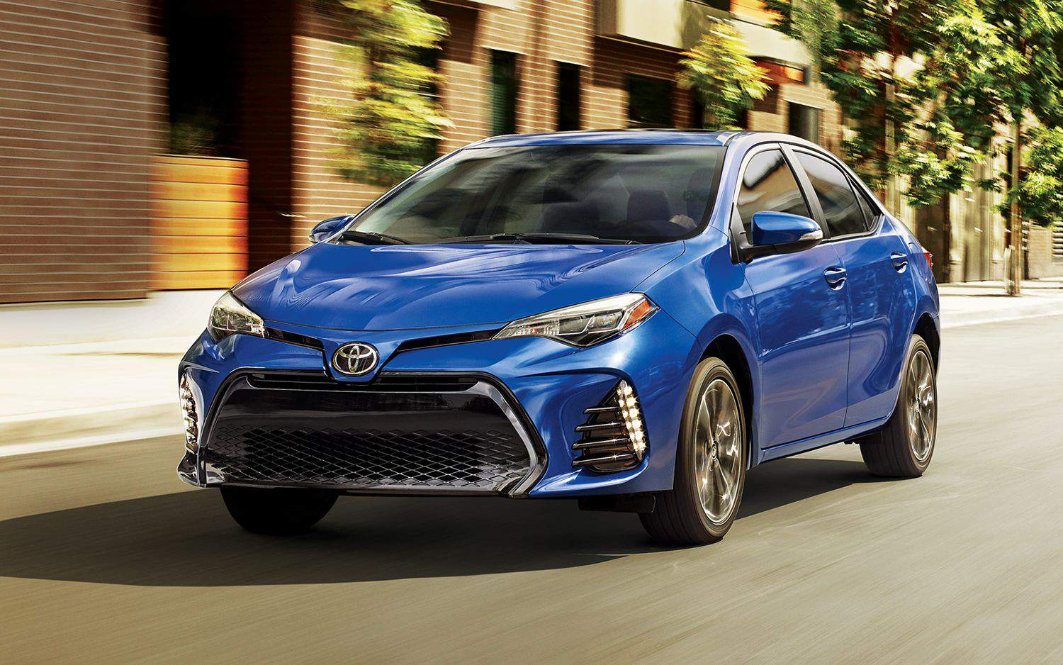 toyota-2018-corolla-le-exterior-blue-crush-metallic-l