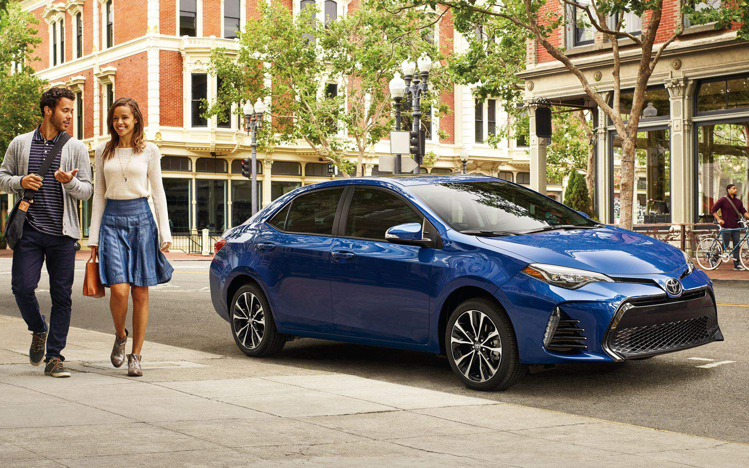 toyota-2018-corolla-se-exterior-blue-crush-metallic-side-l