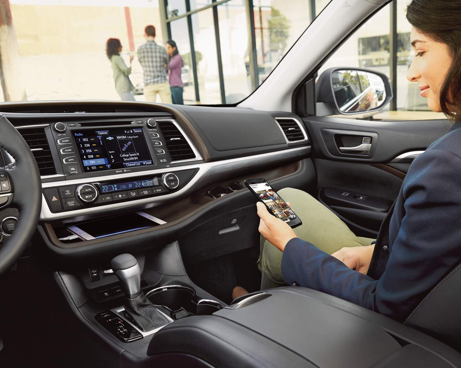 toyota-2018-highlander-hybrid-limited-interior-dashboard-l