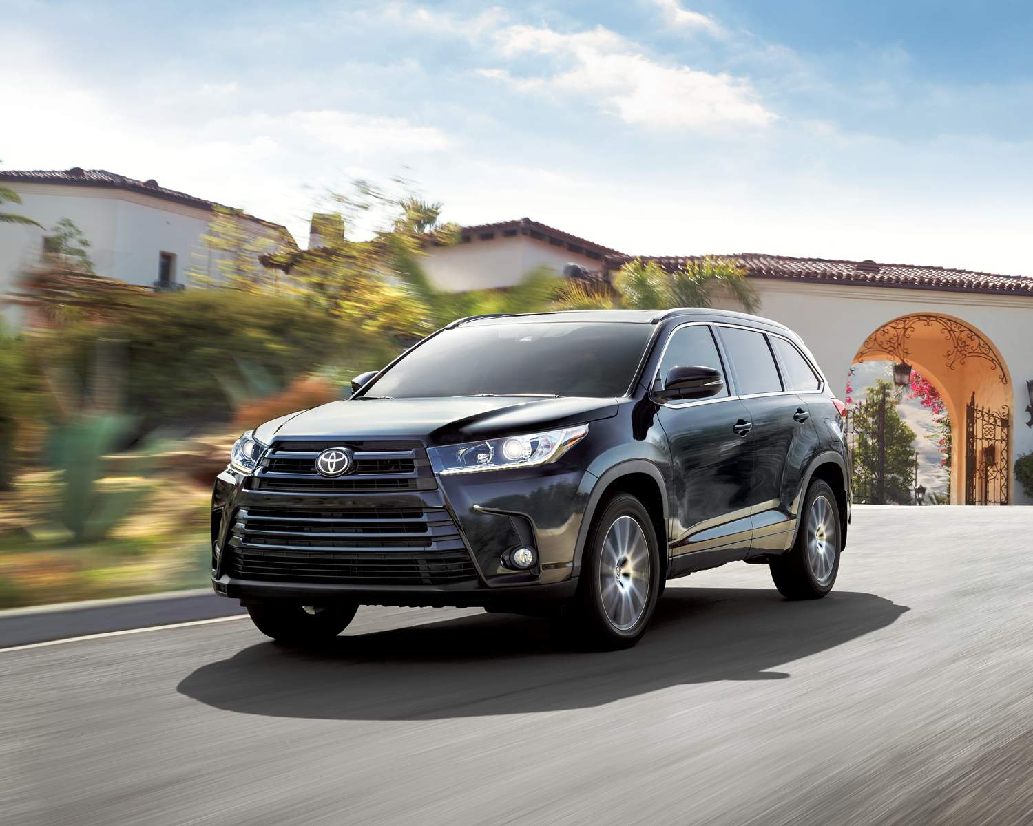 toyota-2018-highlander-xle-awd-se-package-midnight-black-metallic-l