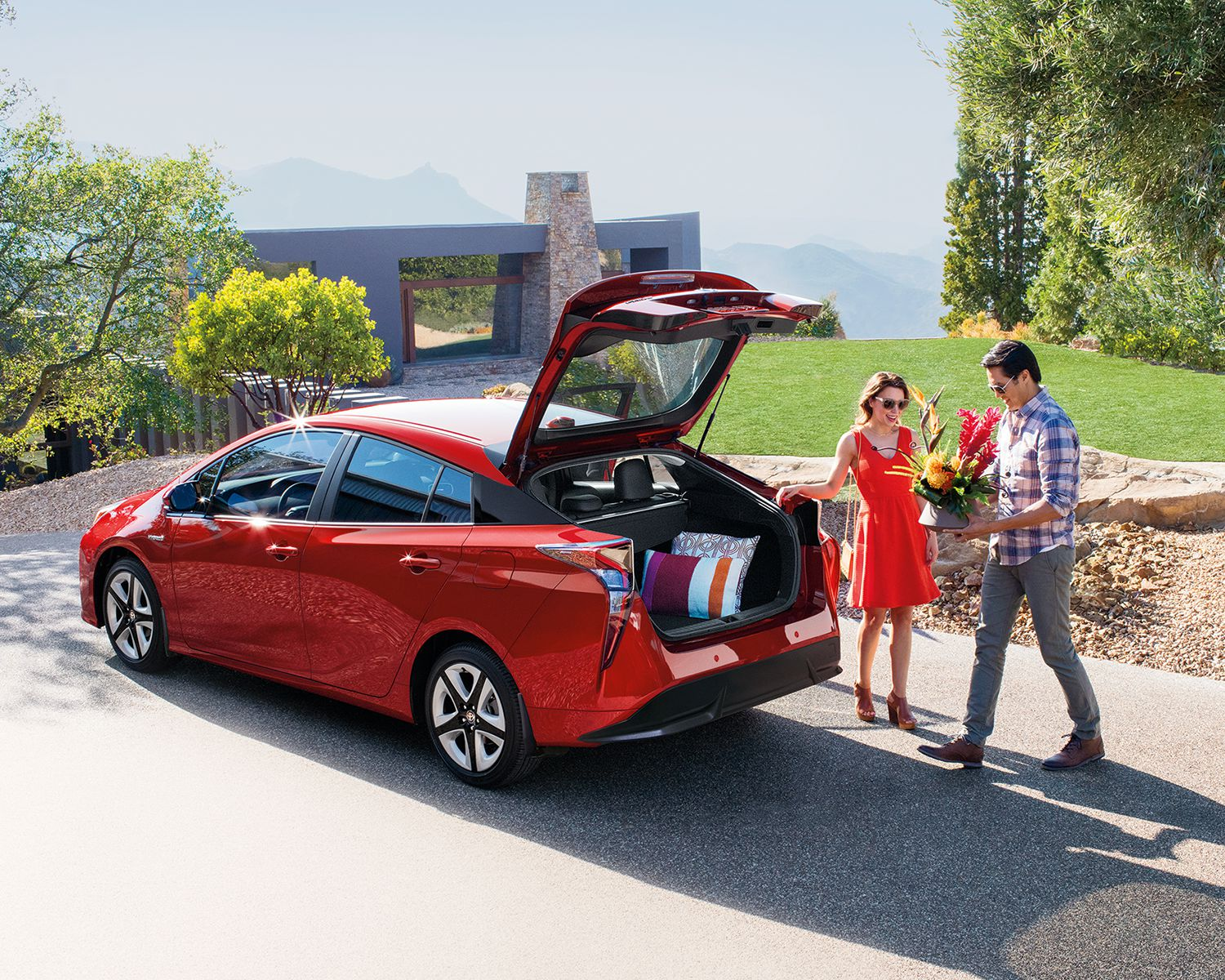toyota-2018-prius-exterior-hypersonic-red-rear-hatch-l