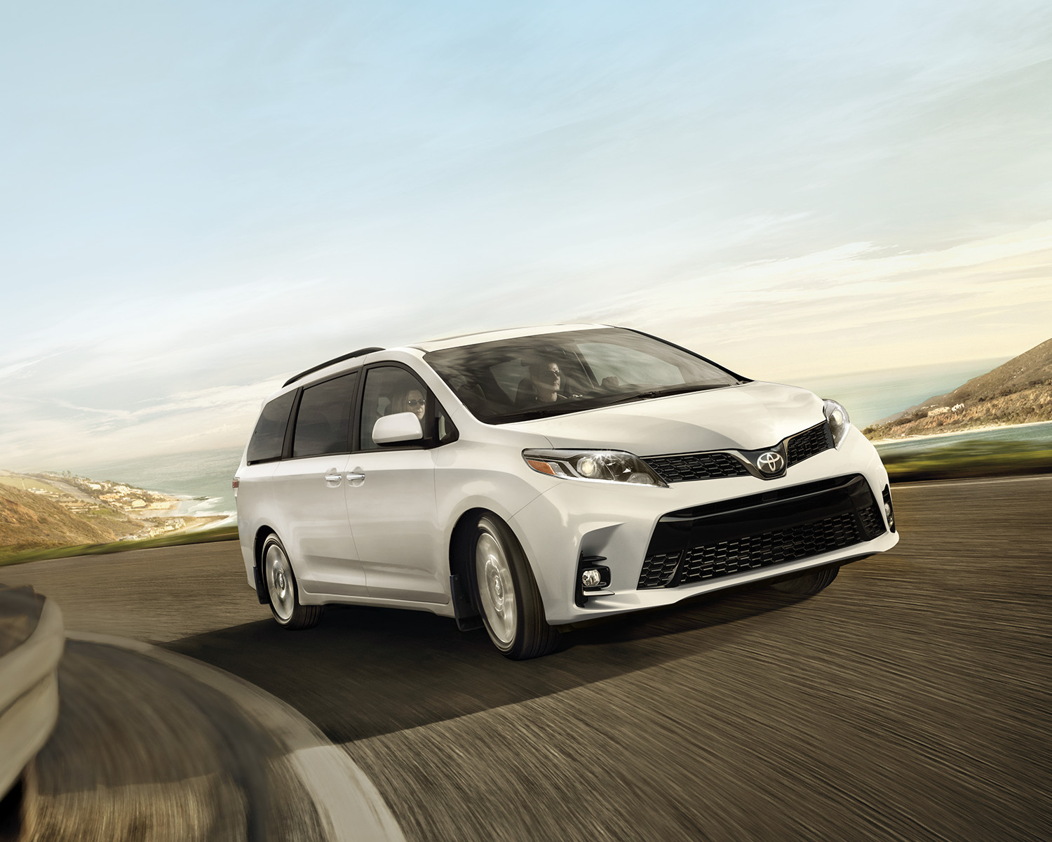 toyota-2018-sienna-se-technology-package-alpine-white-l