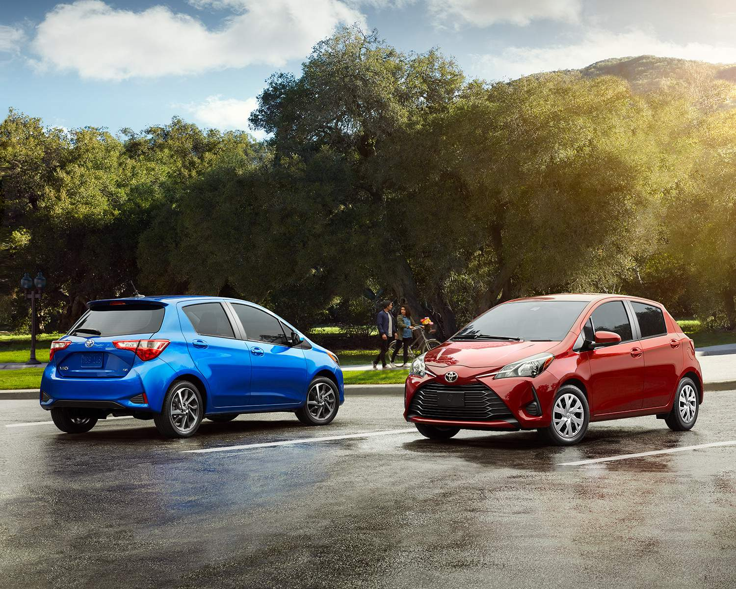 toyota-2018-yaris-hatchback-exterior-blue-eclipse-metallic-absolutely-red-l