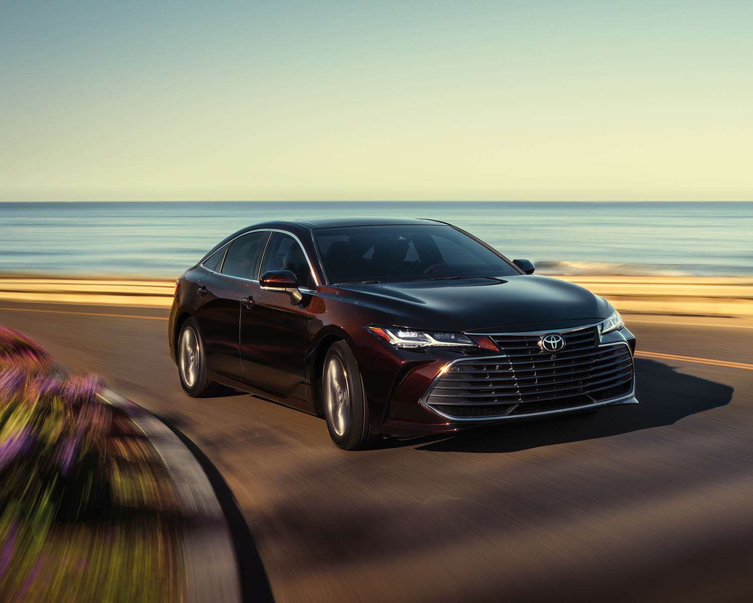 toyota-2019-avalon-exterior-limited-opulent-amber-front-right-l