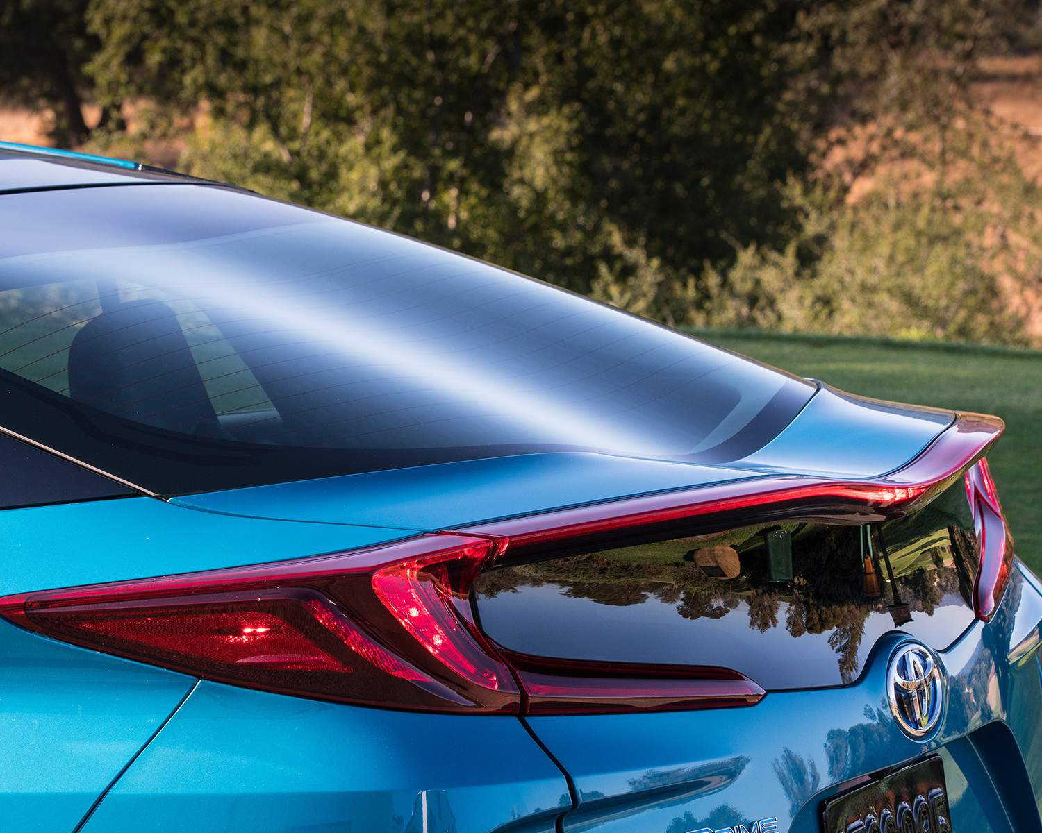 toyota-2018-prius-prime-exterior-dual-wave-rear-glass-l